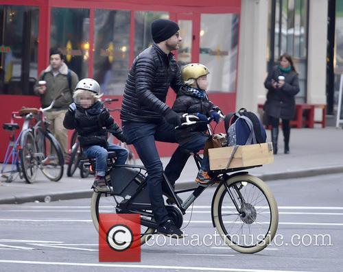 Liev Schreiber and sons on bike