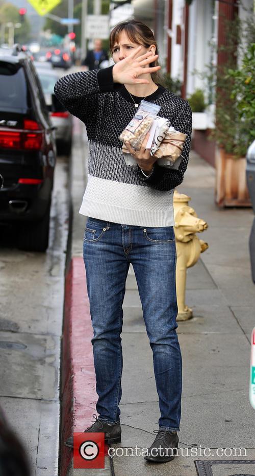 Jennifer Garner running errands