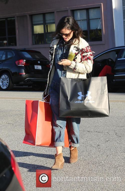 Rachel Bilson, dont kno the name of the store