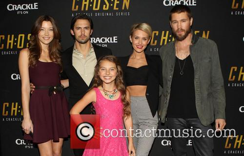 Sarah Roemer, Milo Ventimiglia, Caitlin Carmichael, Nicky Whelan and Chad Michael Murray 4