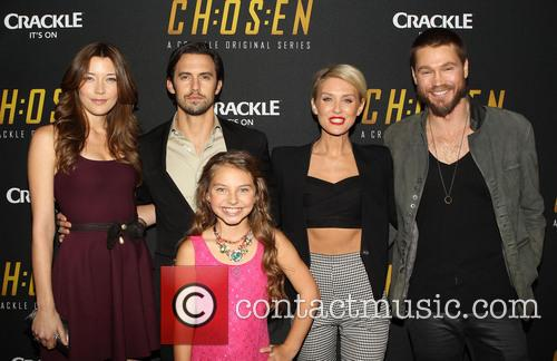 Sarah Roemer, Milo Ventimiglia, Caitlin Carmichael, Nicky Whelan and Chad Michael Murray 7