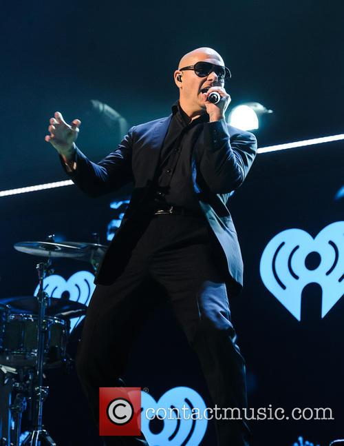 pitbull q102s jingle ball 2013 3982215
