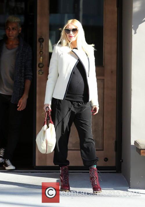 Gwen Stefani At Crossroads Cafe