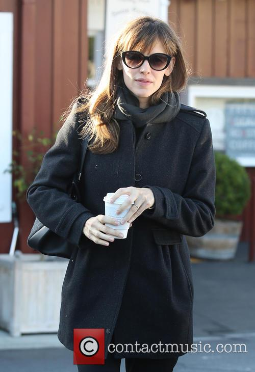Jennifer Garner leaving Brentwood Country Mart