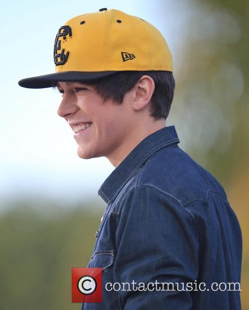austin mahone austin mahone appears on extra 3985676