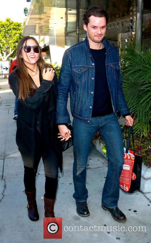Austin Nichols and Chloe Bennet 4