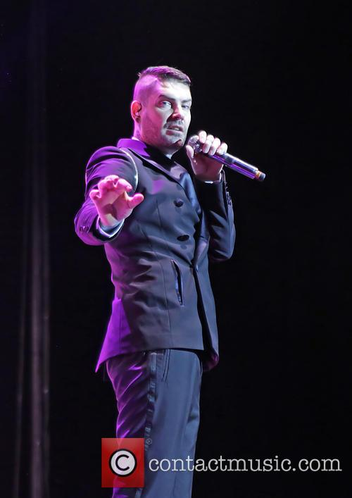 shane lynch boyzone in concert 3988860