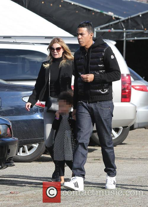 Ellen Pompeo Shooping For Christmas Tree