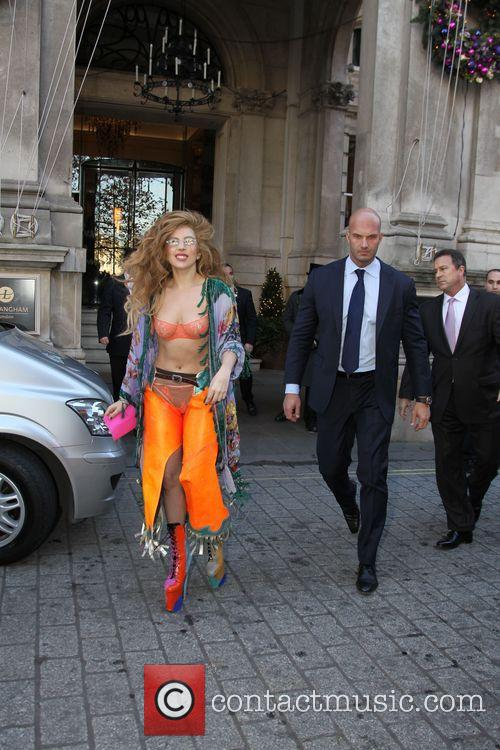 Lady Gaga leaves her hotel