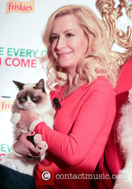 Angela Kinsey and Grumpy Cat 1