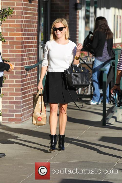 Reese Witherspoon Shopping At Whole Foods
