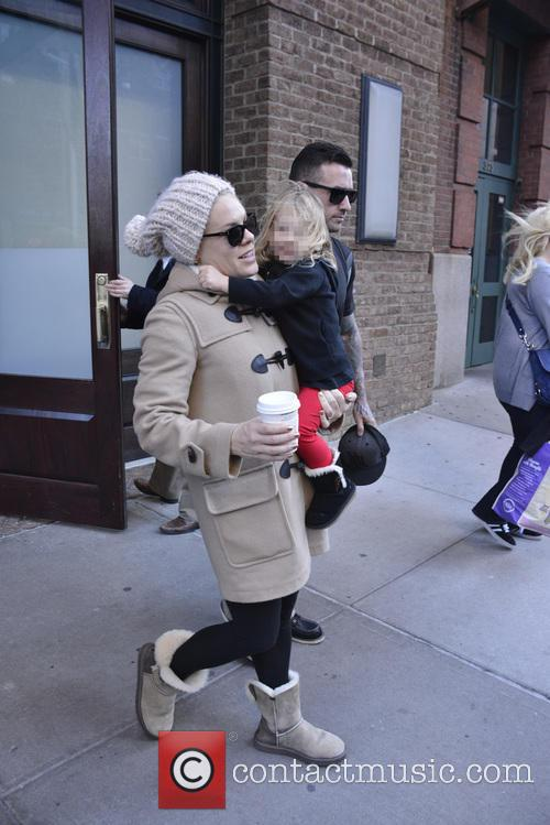 Pink, Willow and Alecia Beth Moore 6