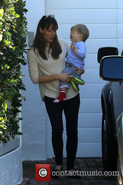 Jennifer Garner and kids see a friend