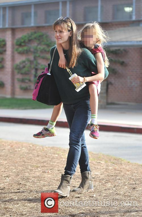 Jennifer Garner and Violet Affleck 12