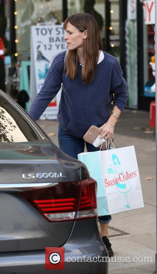 Jennifer Garner with daughter Seraphina out shopping