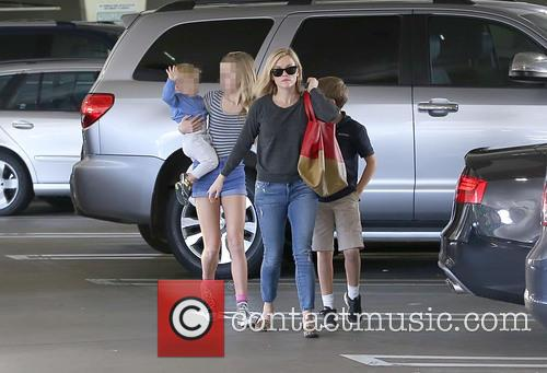 Reese Witherspoon, Ava Phillippe, Tennessee Toth and Deacon Phillippe 8
