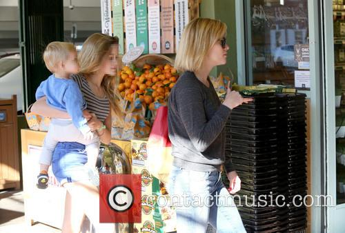 Reese Witherspoon, Ava Phillippe and Tennessee Toth 6