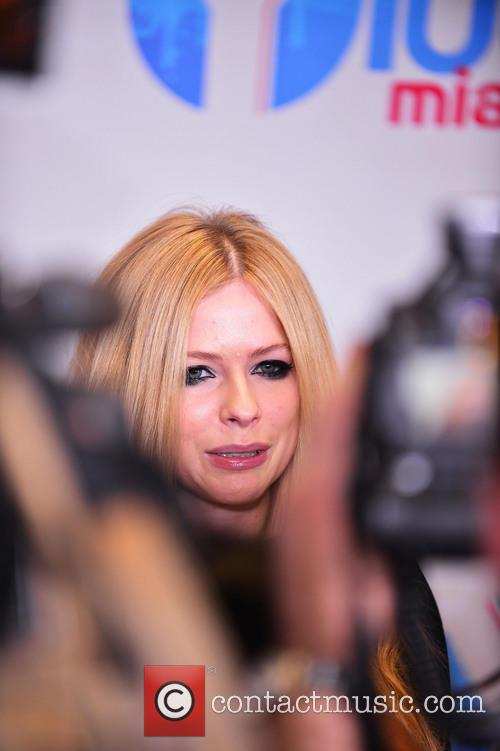 Avril lavigne charges fans 360 at worlds most awkward meet and avril lavigne m4hsunfo