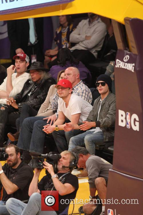 zac efron celebs at lakers game 4005069