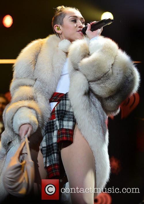 miley cyrus y100 s jingle ball 2013 4005683