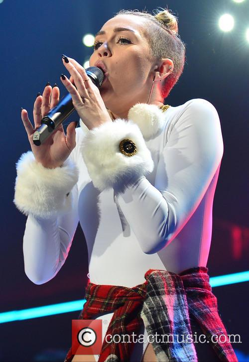 Miley Cyrus 40