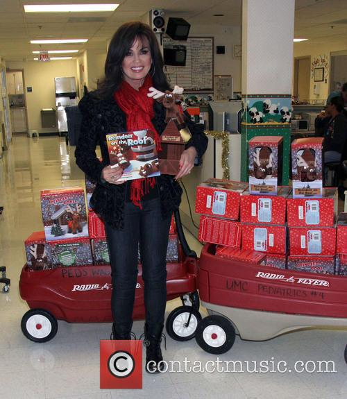 marie osmond marie osmond visits childrens hospital 4006680