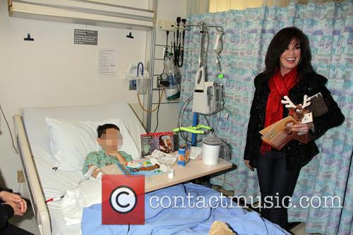 marie osmond marie osmond visits childrens hospital 4006687