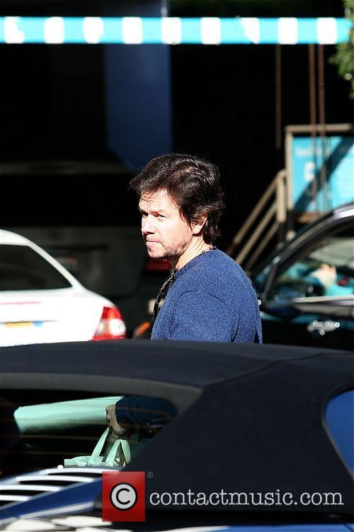 Mark Wahlberg takes his daughter to The Grove