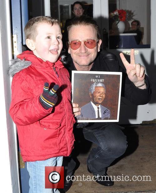 Bono and Sean Paul ( 4 ) 4