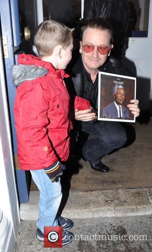Bono and Sean Paul ( 4 ) 6