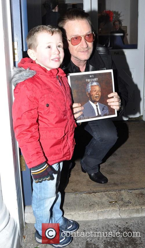 Bono and Sean Paul ( 4 ) 8