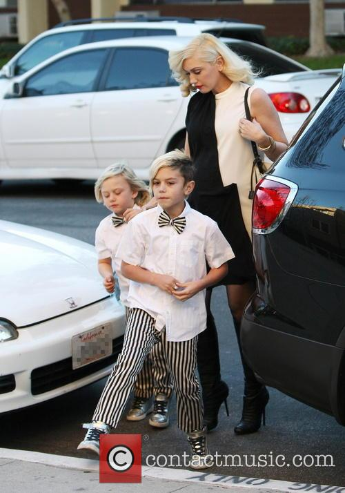 Gwen Stefani takes her kids to a Christmas...