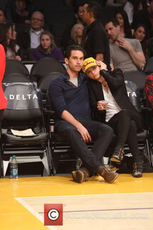 ryan sweeting kaley cuoco celebs at the lakers 4010874