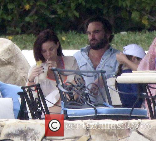 Johnny Galecki and Kelli Garner 16