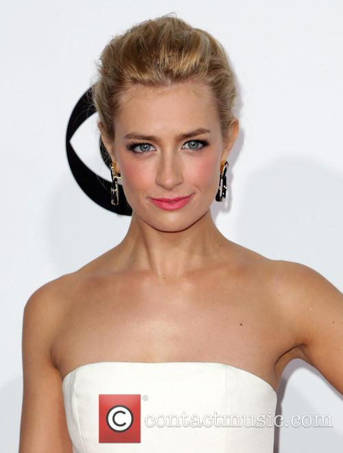 beth behrs the 40th annual peoples choice 4014986