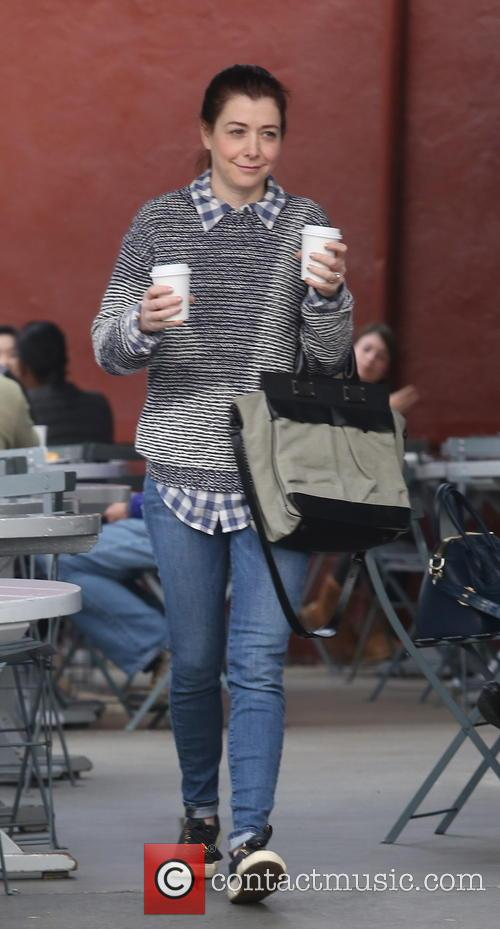 Alyson Hannigan picks up a coffee