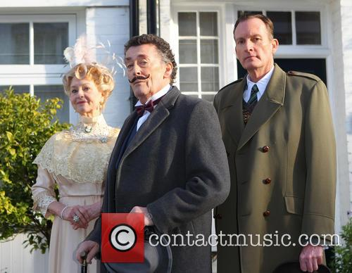 Robert Powell, Liza Goddard and Robin Mccallum 6