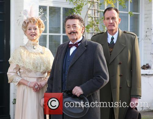 Robert Powell, Liza Goddard and Robin Mccallum 8