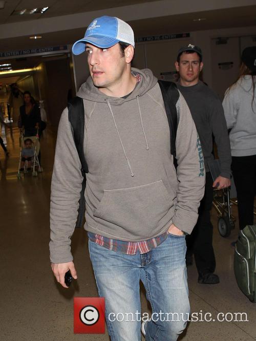 Jason Biggs arriving at LAX