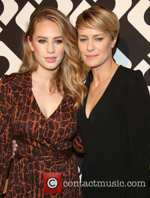 Robin Wright and Dylan Penn (l)