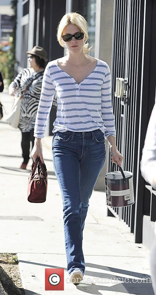 january jones january jones buys paint 4024743