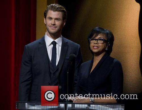 Chris Hemsworth and Academy President Cheryl Boone Isaacs 4