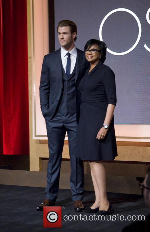 Chris Hemsworth and Academy President Cheryl Boone Isaacs 1