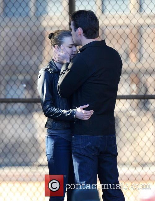 Emily Vancamp and Barry Sloane 2