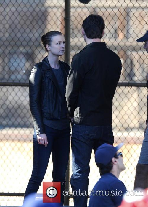 Emily Vancamp and Barry Sloane 5