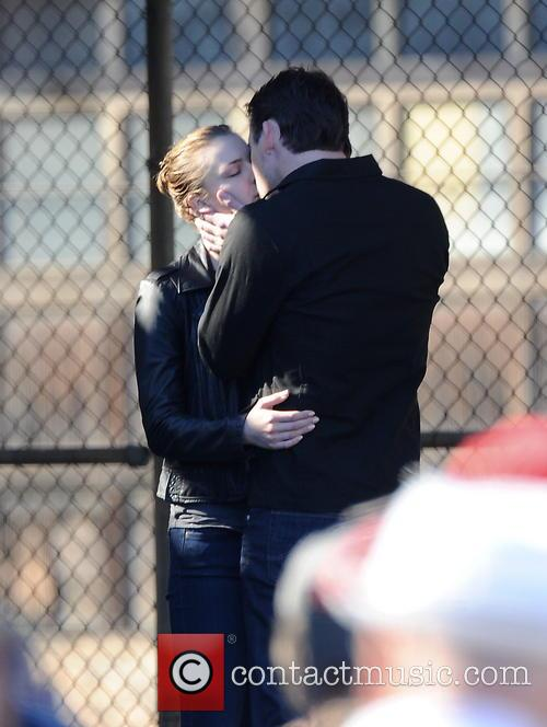 Emily Vancamp and Barry Sloane 10