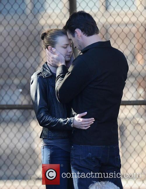 Emily Vancamp and Barry Sloane 13