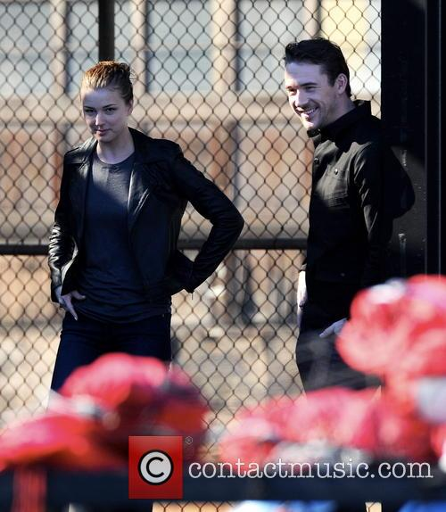 Emily Vancamp and Barry Sloane 14