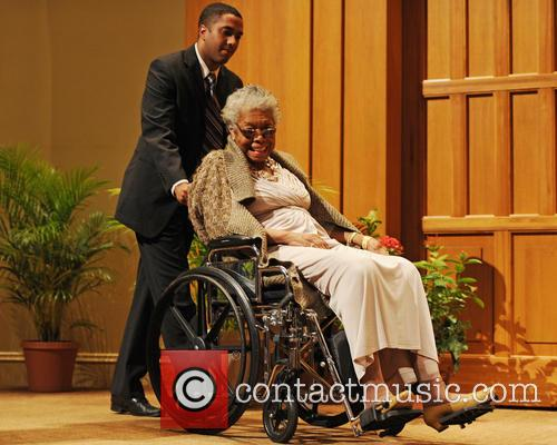 Maya Angelou speaks at Congregation B'nai Israel