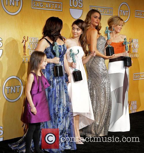 Aubrey Anderson-emmons, Ariel Winter, Sarah Hyland, Sofia Vergara and Julie Bowen 3
